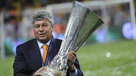 """20 мая 2009 года. Стамбул. """"Шахтер"""" – """"Вердер"""" - 2:1. Мирча ЛУЧЕСКУ с Кубком УЕФА."""