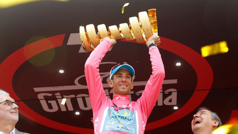 "Винченцо НИБАЛИ празднует победу на ""Джиро д'Италия""-2016. Фото AFP"
