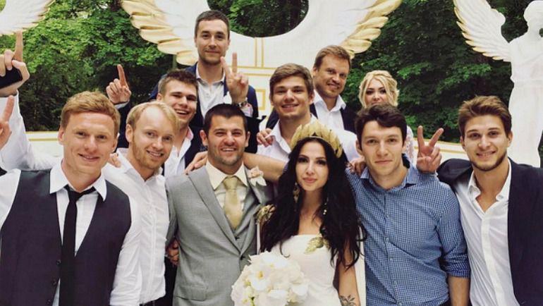 Свадьба Александра РАДУЛОВА и Дарьи ДМИТРИЕВОЙ. Фото instagram.com/rapiddinzo/