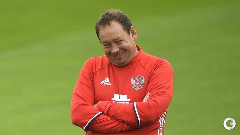 Юсупов проводит тренировку всоставе сборной России пофутболу