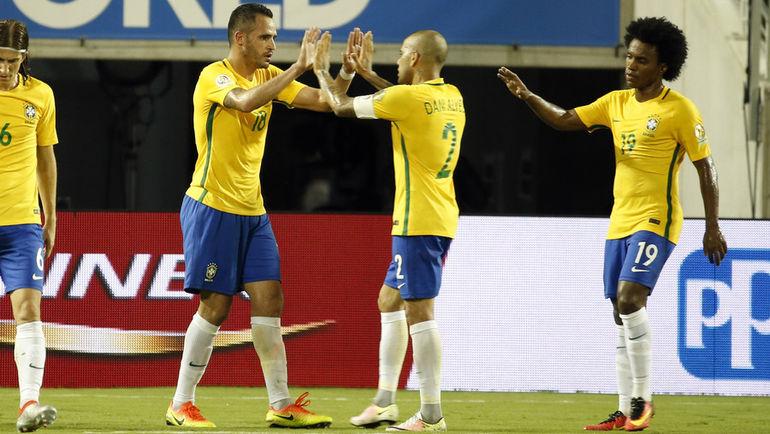 Среда. Орландо. Бразилия – Гаити – 7:1. Игроки сборной Бразилии празднуют забитый гол. Фото USA TODAY Sports