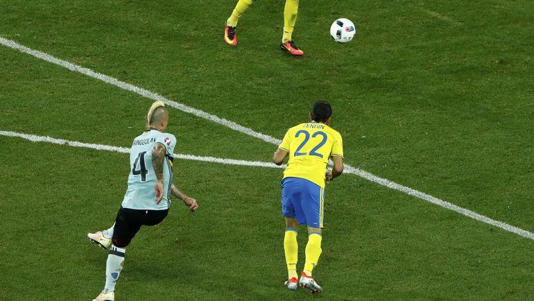 Вчера. Ницца. Швеция - Бельгия - 0:1. 84-я минута. Гол Раджи НАИНГГОЛАНА. Фото REUTERS