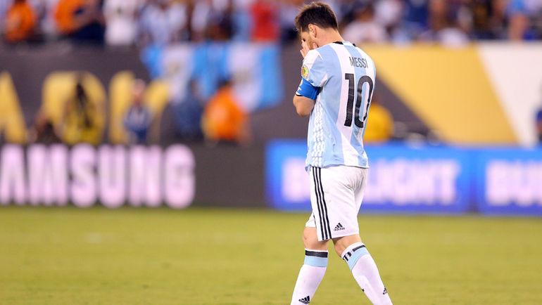 Воскресенье. Нью-Джерси. Аргентина - Чили - 0:0, пен. - 2:4. Лионель МЕССИ проиграл третий финал подряд. Фото REUTERS