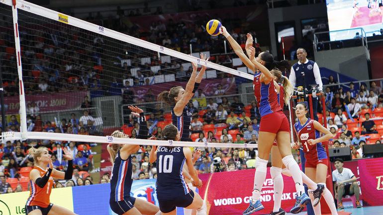 Сегодня. Бангкок. Россия - Голландия - 2:3. В атаке Наталья ГОНЧАРОВА. Фото FIVB