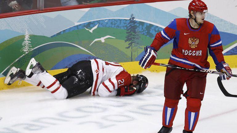 Антон ВОЛЧЕНКОВ (справа) играл за сборную России на Олимпиаде-2010 в Ванкувере, но остался вне заявки на домашние Игры-2014 в Сочи. Фото REUTERS