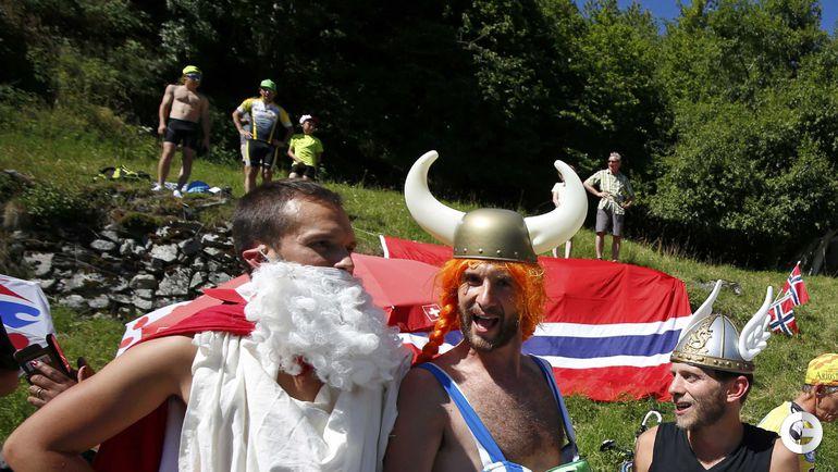 """Сегодня. Болельщики на 17-м этапе """"Тур де Франс""""-2016. Фото REUTERS"""