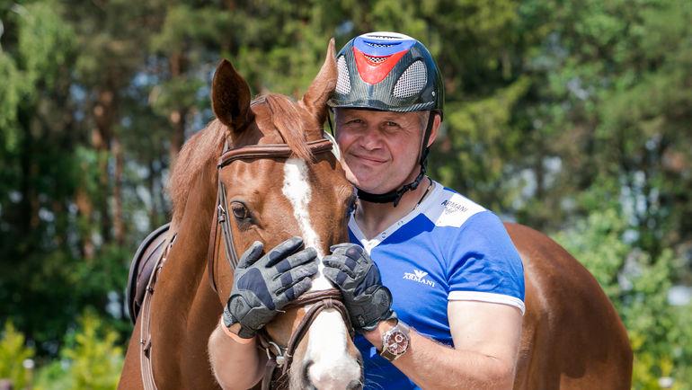 Алексей МИТИН и Гюрза. Фото Международная федерация конного спорта