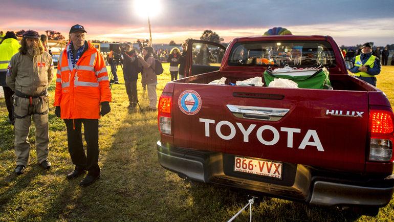 Легендарный пикап Toyota Hilux стал официальным автомобилем проекта и сопровождал знаменитого путешественника на всех стадиях перед полетом.