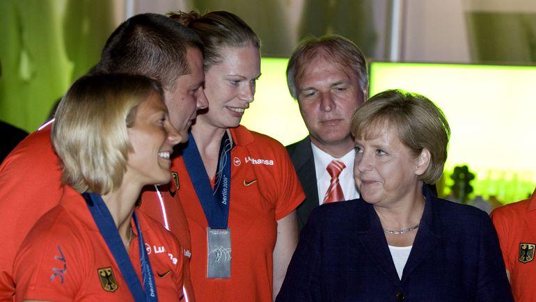 Клеменс ПРОКОП (на заднем плане). Фото REUTERS