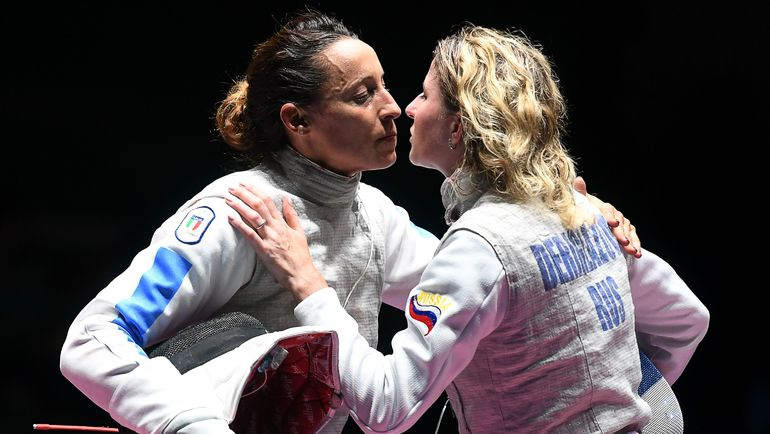 Инна ДЕРИГЛАЗОВА (справа) и ее соперница по финалу Элиза ДИ ФРАНЧИСКА. Фото AFP