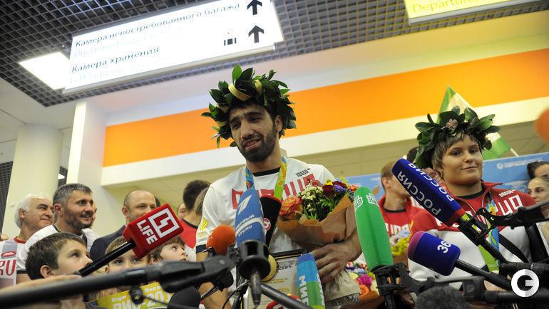 Олимпийский чемпион по дзюдо станцевал лезгинку. ОЛИМПИАДА ...: http://www.sport-express.ru/olympics/rio2016/judo/photoreports/olimpiyskiy-chempion-po-dzyudo-stanceval-lezginku-1033489/