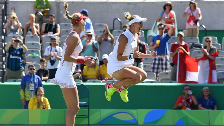 Сегодня. Рио-де-Жанейро. Екатерина МАКАРОВА (слева) и Елена ВЕСНИНА празднуют победу на Олимпиаде. Фото AFP