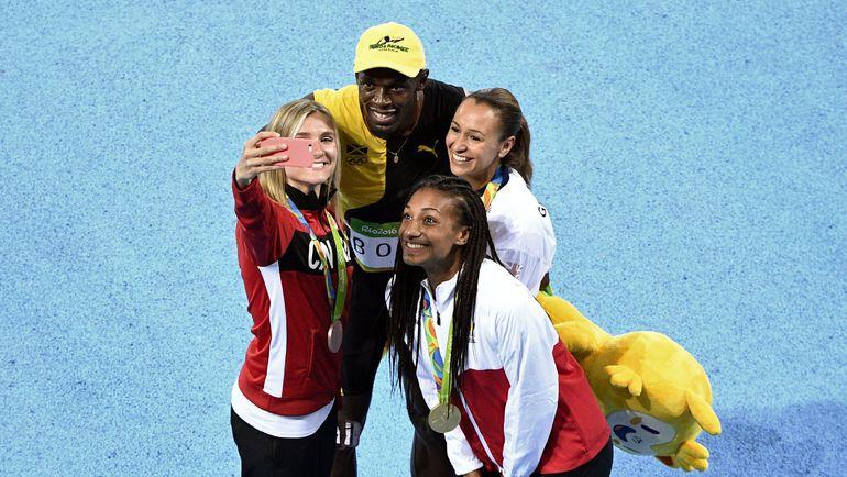 Воскресенье. Рио-де-Жанейро. Усэйн БОЛТ популярен не только среди зрителей Олимпиады, но и среди атлетов. Фото AFP
