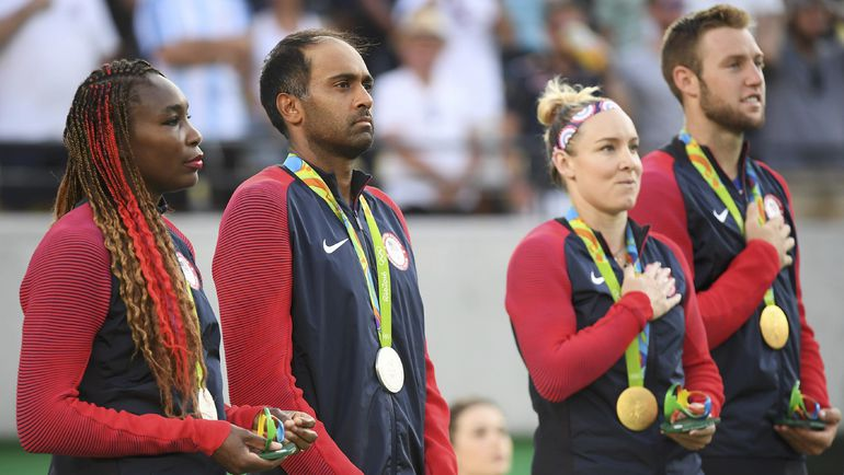 Воскресенье. Рио-де-Жанейро. Олимпийские чемпионы и серебряные призеры Игр-2016 из США. Фото REUTERS