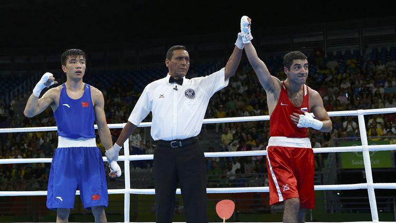 Миша АЛОЯН (справа) и Ху ЦЗЯНЬГУАНЬ. Фото AFP
