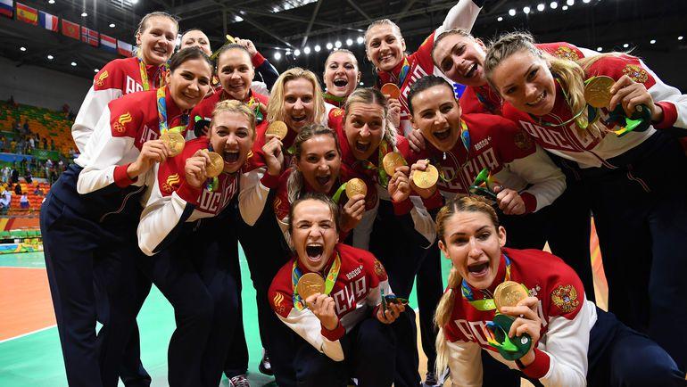 Сборная России по гандболу с золотыми олимпийскими медалями. Фото REUTERS