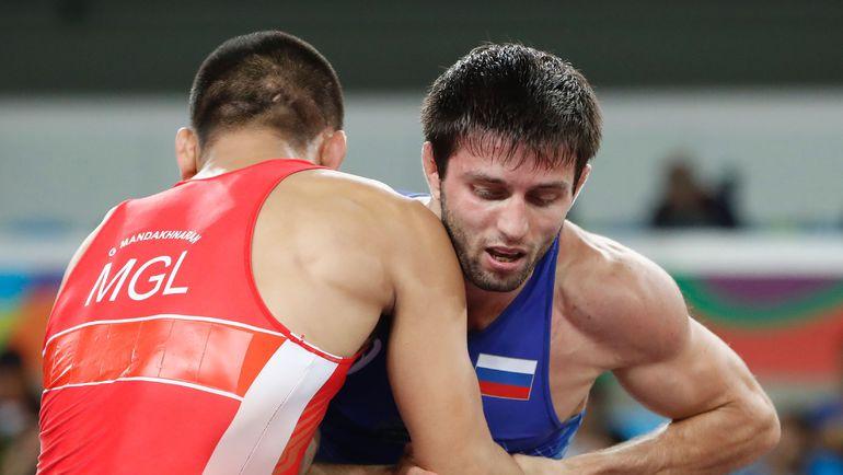 Сослан РАМОНОВ (справа) против Мандахнарана ГАНЗОРИГА. Фото AFP