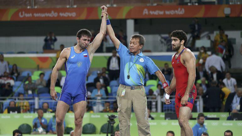Сослан РАМОНОВ (слева) - олимпийский чемпион! Фото REUTERS