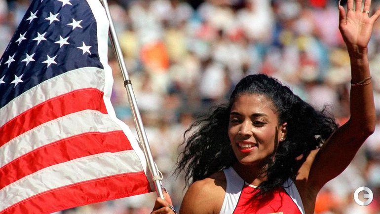 Флоренс ГРИФФИТ-ДЖОЙНЕР. Трехкратная чемпионка Олимпийских игр-1988 в Сеуле (100 и 200 м, эстафета 4х100 м) по прозвищу Фло Джо. По-прежнему обладает рекордами мира на 100 и 200 м. Умерла внезапно в 38 лет после сердечного приступа. Фото AFP