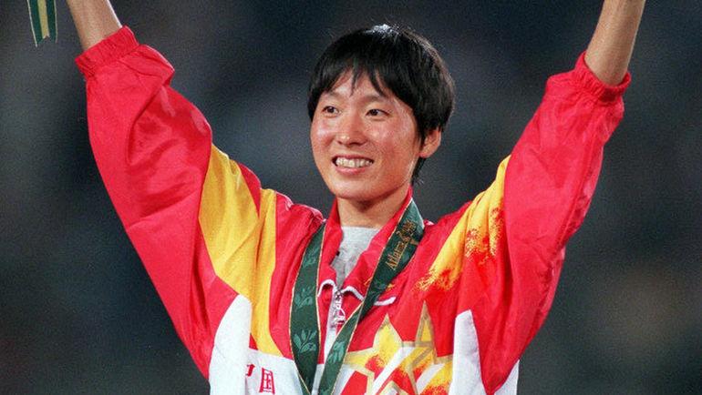 Ван ЦЗЮНЬСЯ. Завоевала две медали Олимпиады в Атланте-1996 (золото на 5000 м и серебро на 10 000). В 1993-м установила мировые рекорды на дистанциях 3000 и 10 000 м (первое высшее достижение по-прежнему не перебито, второе было обновлено только на Олимпиаде-2016). Фото AFP