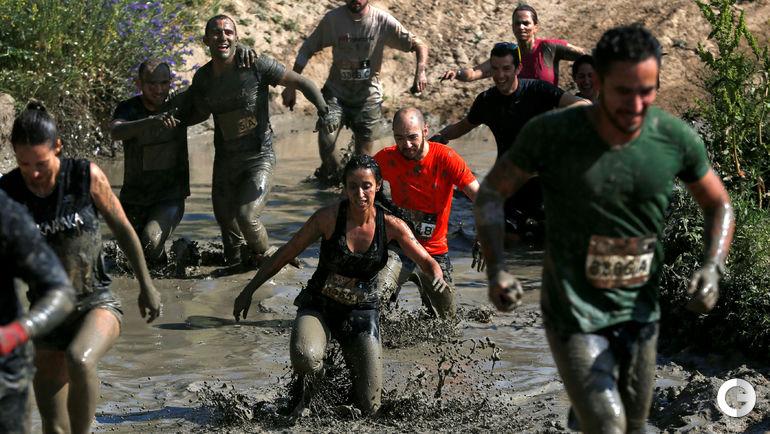 Забег в грязи. Фото REUTERS