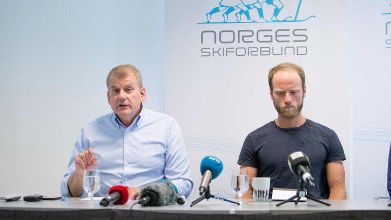 Президент Федерации лыжного спорта Норвегии Эрик РОСТЕ (слева) и Мартин СУНДБЮ. Фото AFP