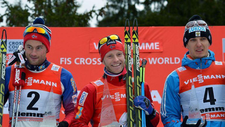 Мартин СУНДБЮ (в центре) и Евгений БЕЛОВ (справа). Слева - еще один норвежец Паттер НОРТУГ. Фото AFP