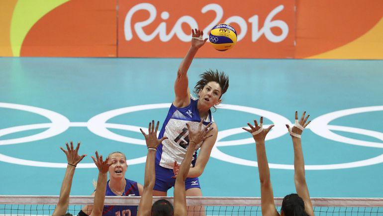 Татьяна КОШЕЛЕВА (в прыжке) в матче с Сербией. Фото REUTERS