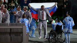 Среда. Рио-де-Жанейро. Андрей ФОМОЧКИН с флагом России.