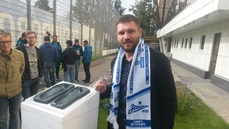 Церемония формирования отпечатков стоп Алексея Игонина для Аллеи славыФК Зенит