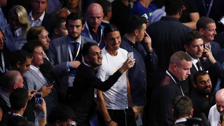 """Звездный гость вечера Златан ИБРАГИМОВИЧ, который с """"МЮ"""" днем проиграл дерби Манчестера. Фото REUTERS"""