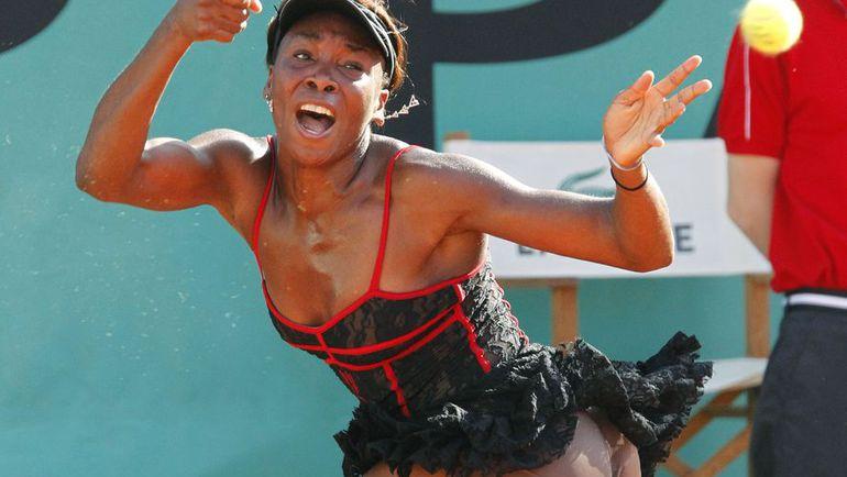 Arrogant curve Serena Torres takes off panties to show sissy  99714