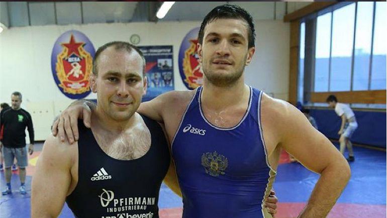 Торнике КВИТАТИАНИ (справа) на тренировке в зале... Фото instagram.com
