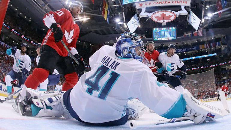 В выставочном матче между этими командами канадцы уверенно победили - 4:1. Фото AFP
