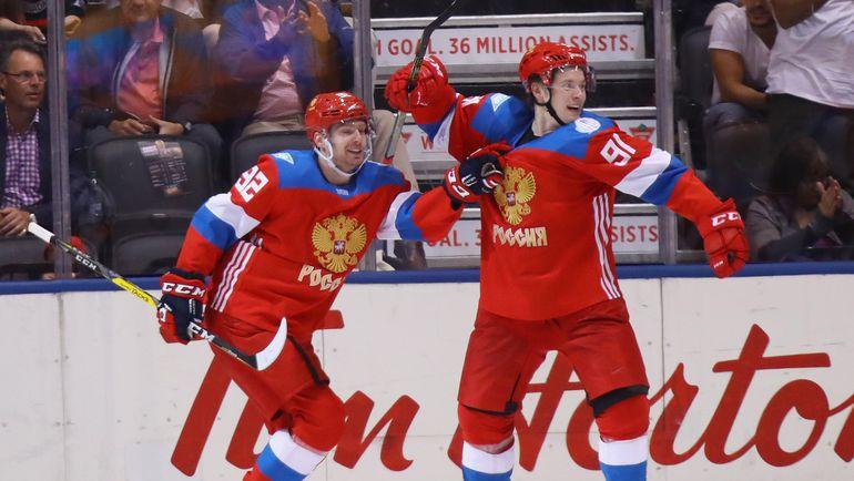 Нападающие сборной России Евгений КУЗНЕЦОВ и Владимир ТАРАСЕНКО. Фото AFP
