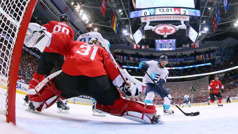 Вратарю канадцев Кори ПРАЙСУ (№31) пришлось серьезно поработать. Фото USA Today