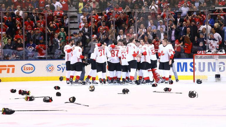 Вчера. Торонто. Европа - Канада - 1:2. Хоккеисты сборной Канады празднуют победу во втором матче финала Кубка мира. Фото REUTERS