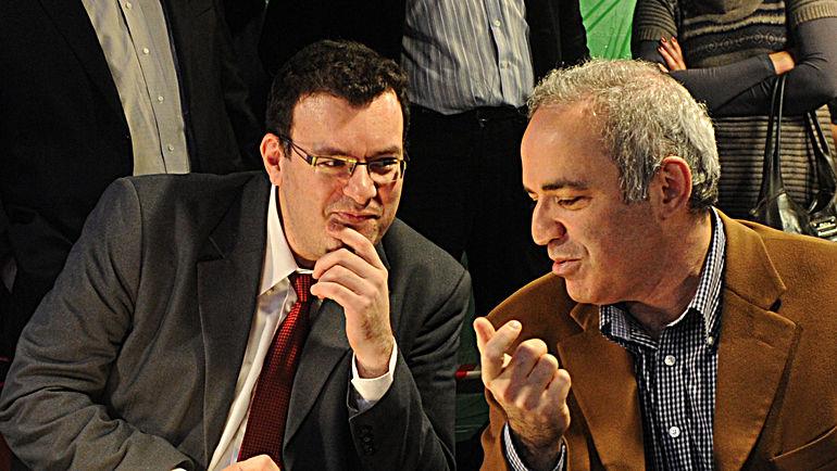 """Эмиль СУТОВСКИЙ (слева) и Гарри КАСПАРОВ. Фото Федор УСПЕНСКИЙ, """"СЭ"""""""