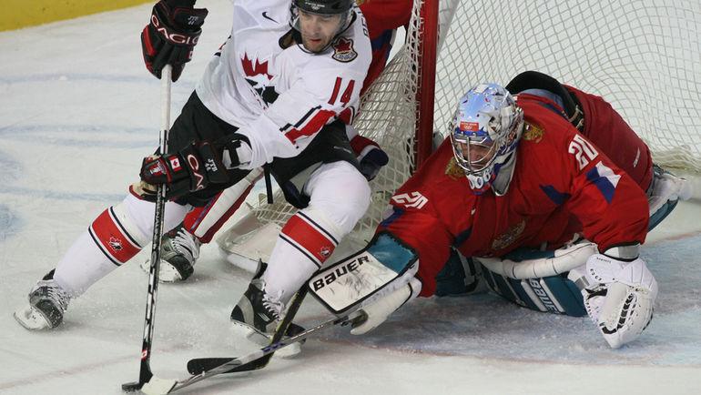 22 февраля 2006 года. Турин. Россия - Канада - 2:0. Евгений НАБОКОВ остановил все канадские атаки в олимпийском четвертьфинале. Фото AFP