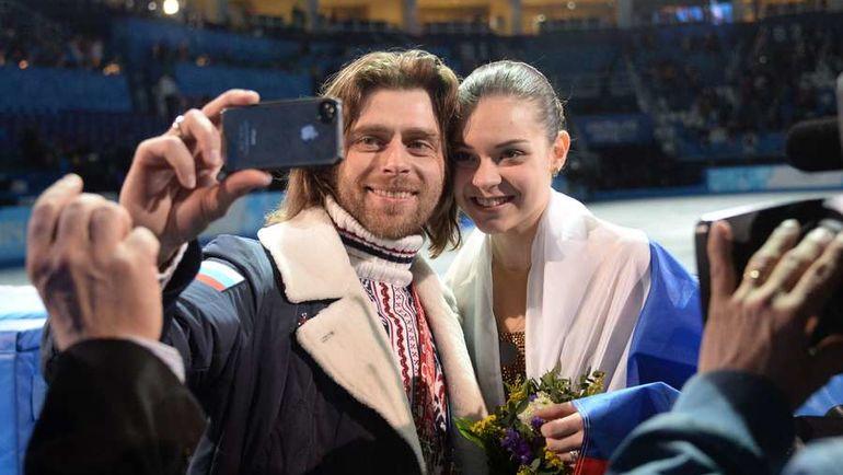 Олимпийская чемпионка Сочи Аделина СОТНИКОВА и Петр ЧЕРНЫШЕВ. Фото AFP