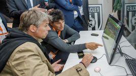 19 мая 2016 года. Алмело. В тестах в Голландии участвуют бывший глава департамента судейства и инспектирования РФС Роберто РОЗЕТТИ (на переднем плане) и Массимо БУЗАККА, курирующий в ФИФА все судейские вопросы.