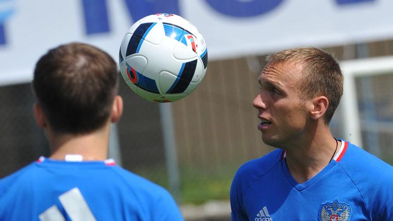Денис Глушаков: На Euro единой сборной не было (Видео)