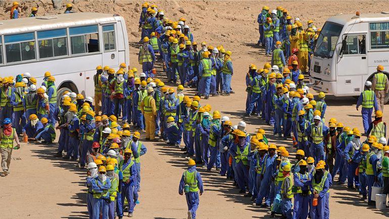 Трудовые мигранты, готовящие Катар к ЧМ-2022. Фото CreoFire