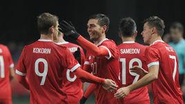 15 ноября. Грозный. Россия - Румыния - 1:0. Радость Магомеда ОЗДОЕВА (в центре) и его партнеров.