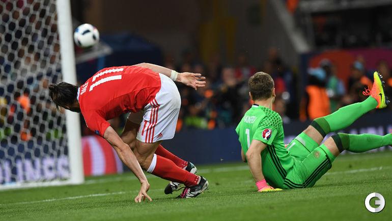 20 июня. Тулуза. Россия - Уэльс - 0:3. 67-я минута. Гарет БЭЙЛ забивает третий гол в ворота Игоря АКИНФЕЕВА.