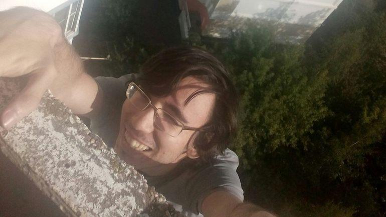 Юрий ЕЛИСЕЕВ и раньше лазил по балконам. Фото vk.com