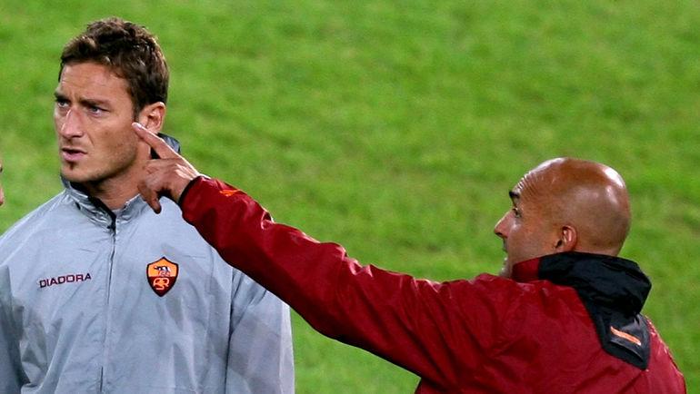 Лучано СПАЛЛЕТТИ (справа) и Франческо ТОТТИ. Фото AFP