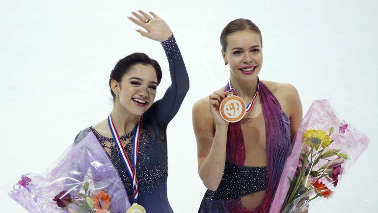 Евгения МЕДВЕДЕВА и Анна ПОГОРИЛАЯ. Фото REUTERS