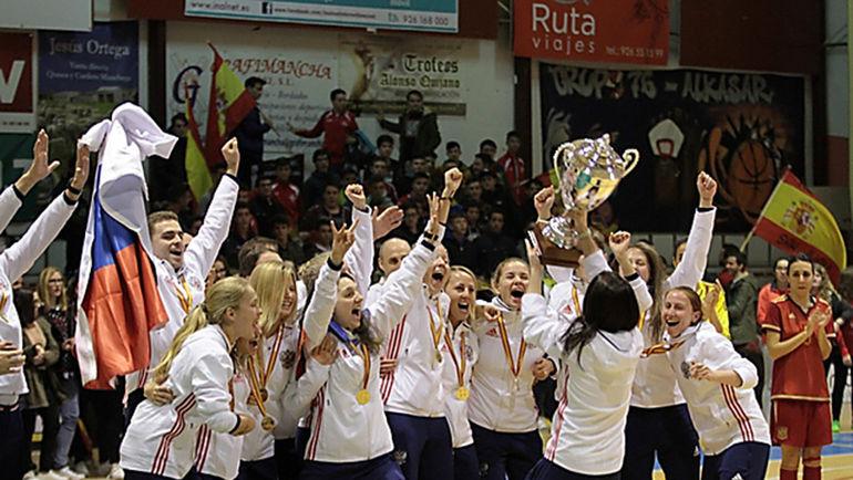 Женская сборная России празднует победу. Фото АМФР