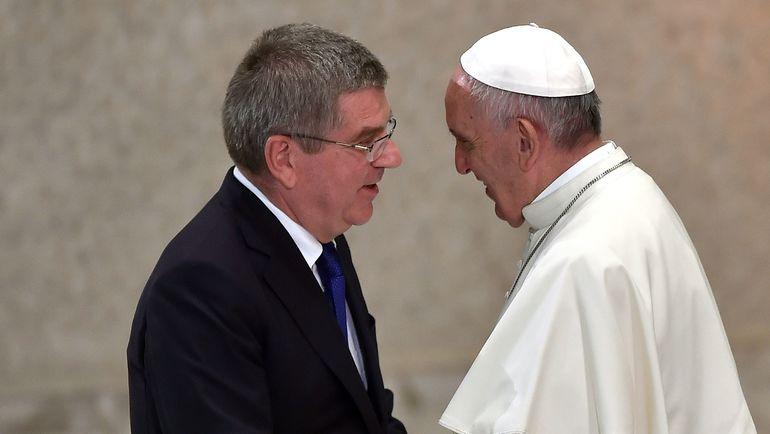 Томас БАХ (слева) на встрече с Папой Римским Франциском. Фото AFP